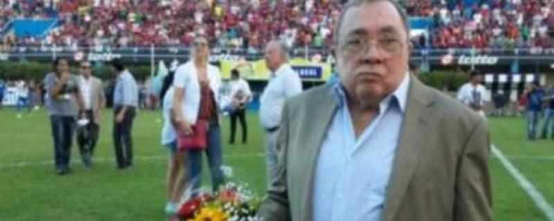 En alto el pañuelo del adiós a Don Julio Del Puerto